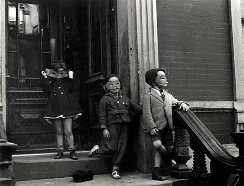 Splitscreen-review Helen Levitt, New York, 1940. L'Albertina, Vienne.