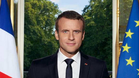 Splitscreen-review Photographie officielle d'Emmanuel Macron par Soazig de la Moissonnière